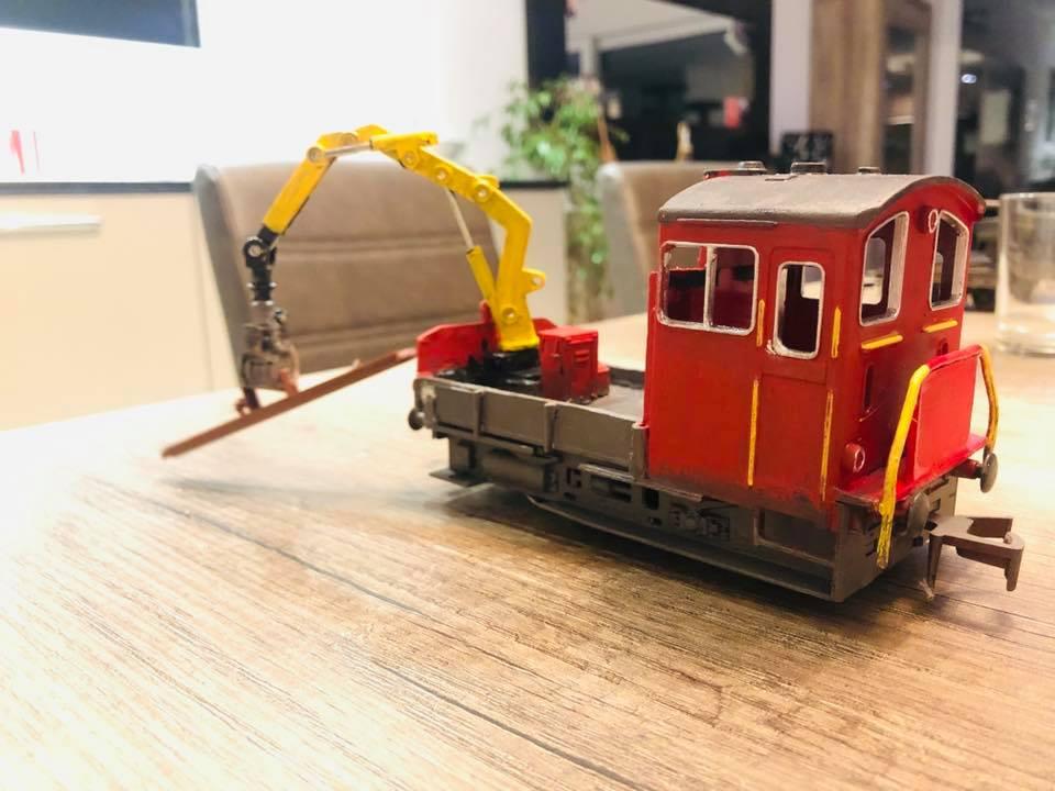Un Tm service de la voie sur base de locotracteur Lima 124