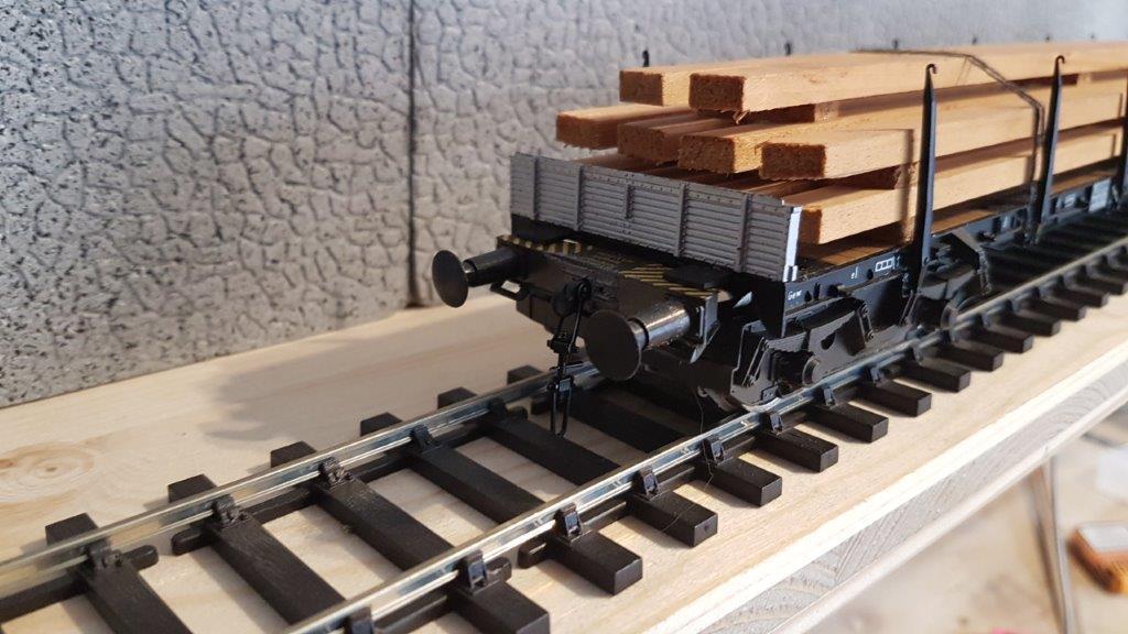 Le wagon plat porte-container de Rivarossi. Riva2