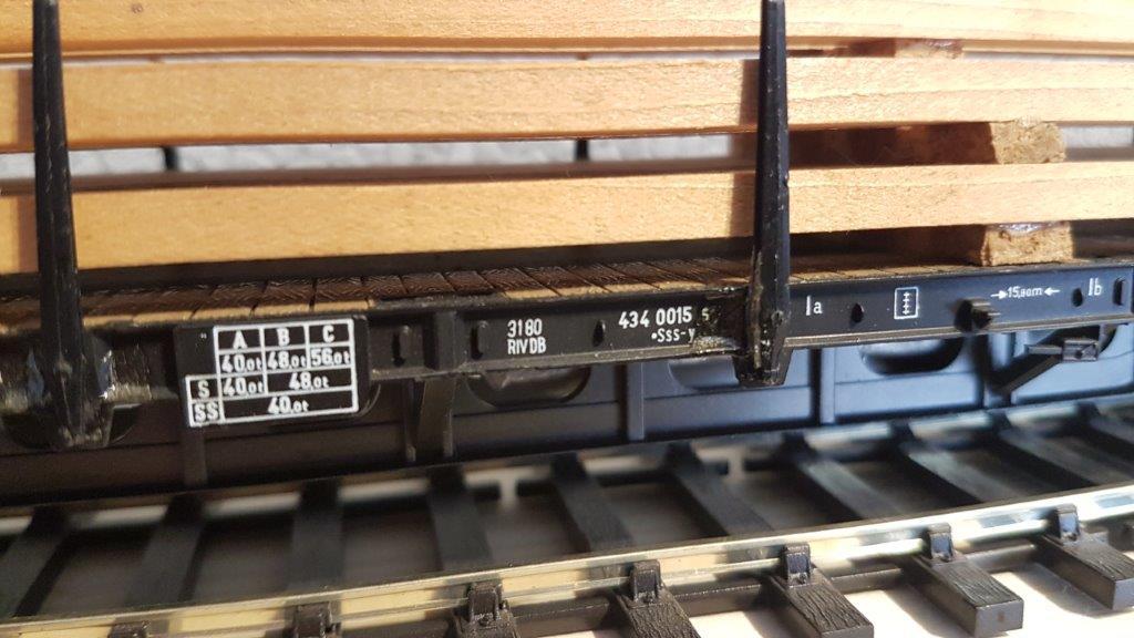 Le wagon plat porte-container de Rivarossi. Riva3